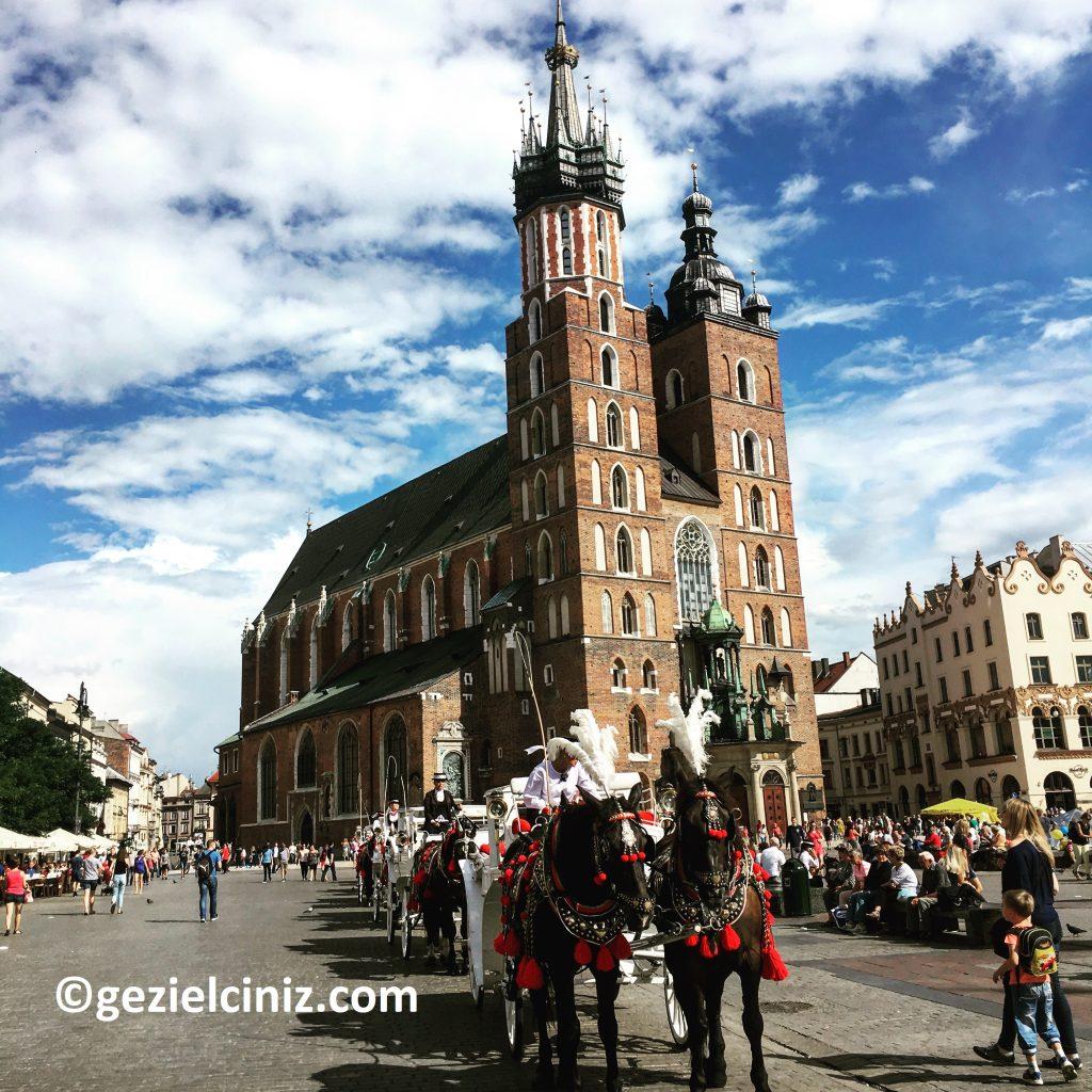 Krakow gezilecek yerler at arabası meydan