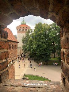 Krakow gezilecek yerler barbican pencere
